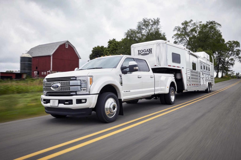 How to Optimize Oil Change Intervals in Heavy-Duty Vehicles - A truck is parked on the side of a road - Ford Super Duty